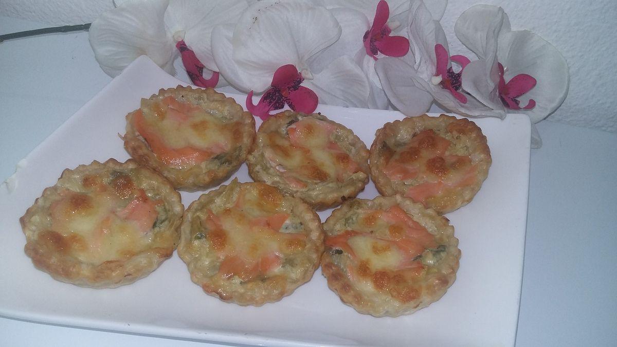 Tartelettes a la fondu de poireaux et saumon fumé