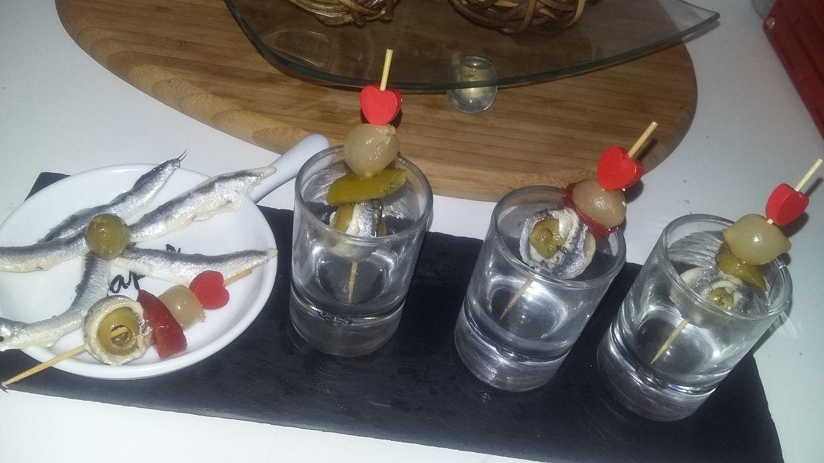 Tapas brochettes d'olive aux anchois