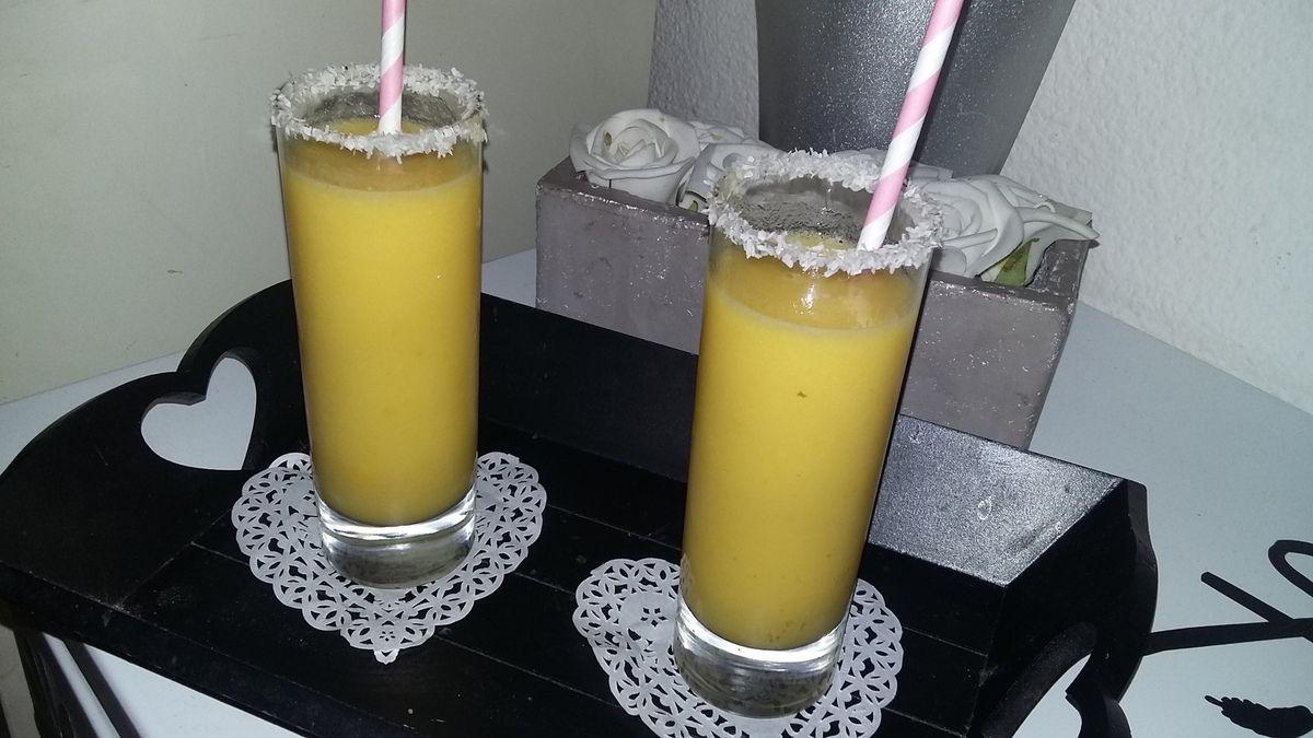 Smoothie orange mangue ananas