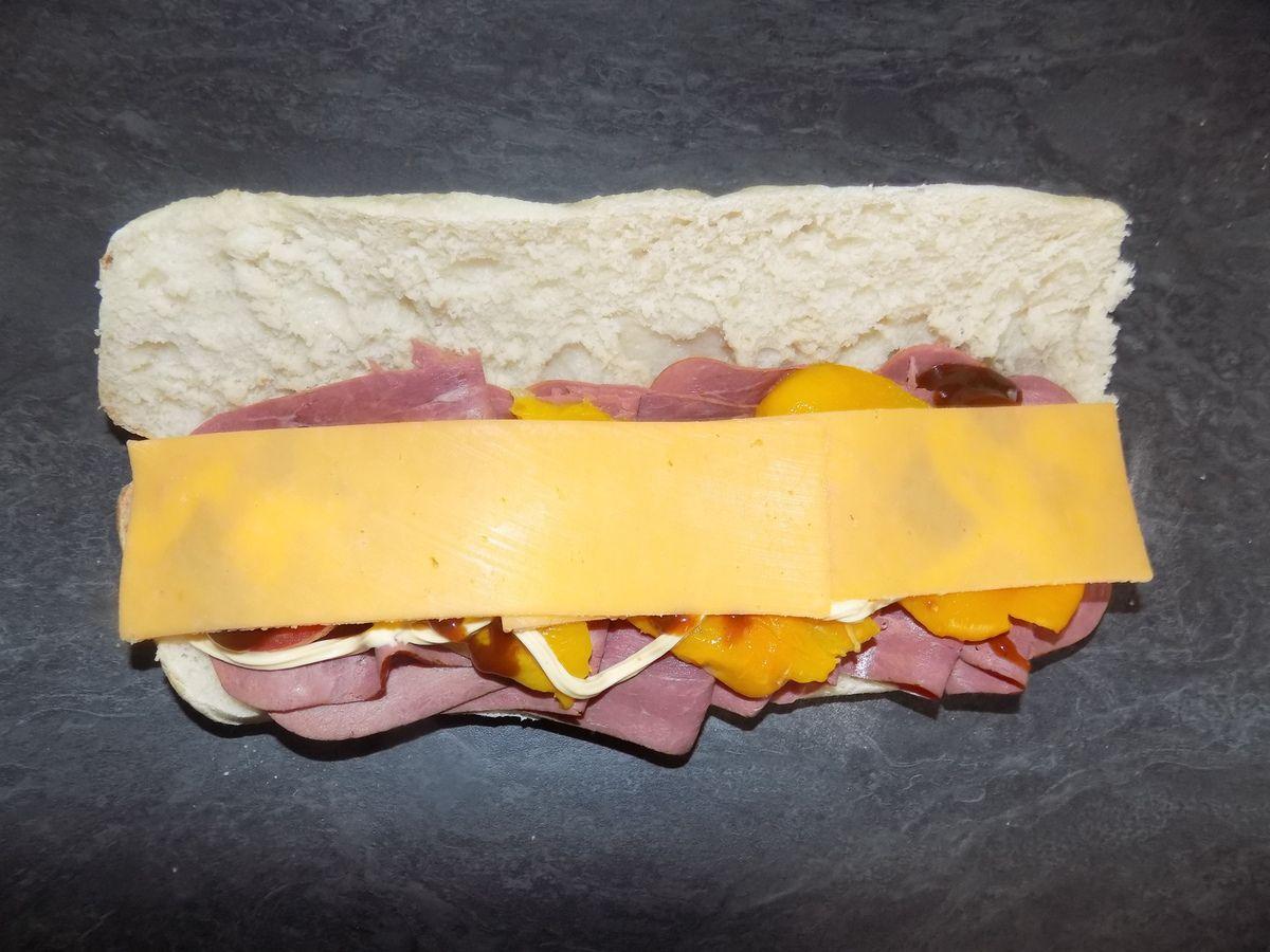 Sandwich boeuf/poivrons grillés et cheddar