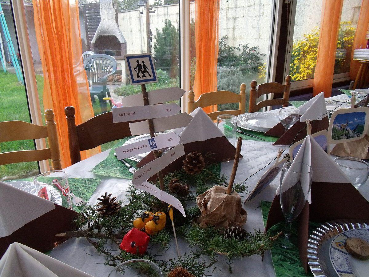 la table randonn e dans les alpes les petites folies de val rie. Black Bedroom Furniture Sets. Home Design Ideas