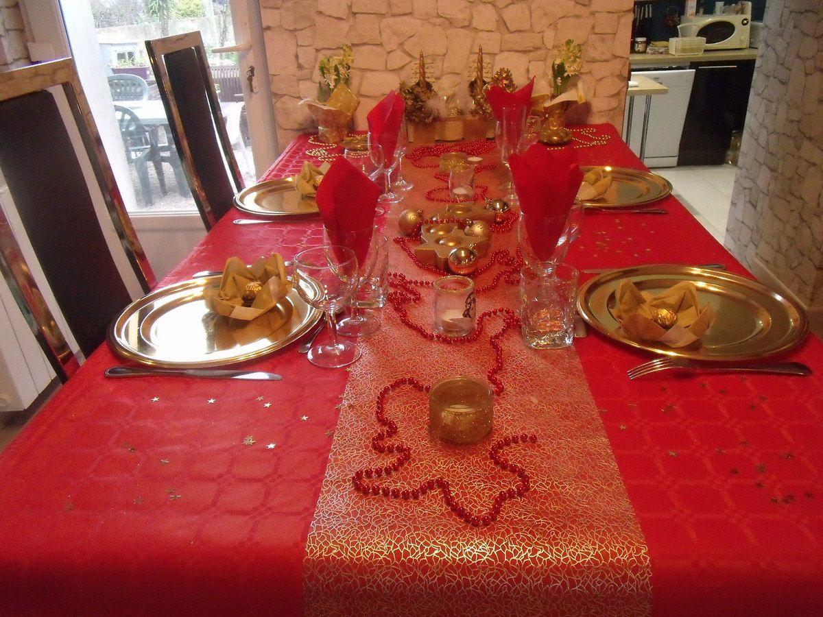 Tables de no l 2015 les petites folies de val rie - Table de noel rouge et or ...