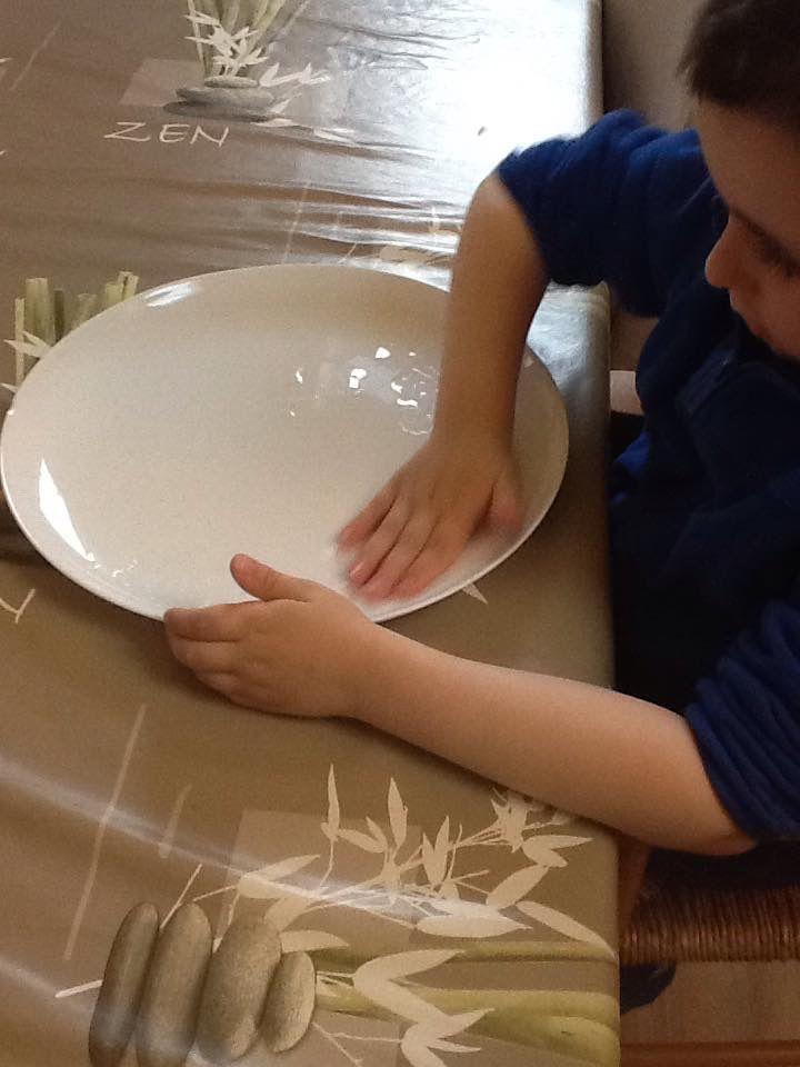 Transformer une coquille d'œuf en toupie (experience)