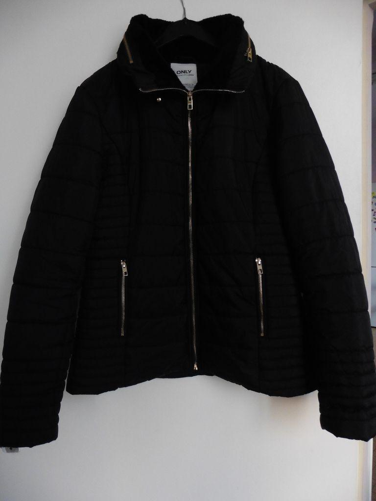 Le manteau ne rend pas bien sur les photos mais je ferrais un shooting pour vous le montrer.