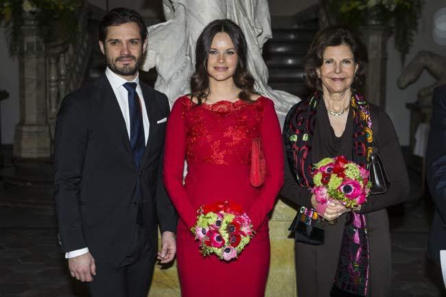 Princesse Sofia de Suède en robe rouge avec manche