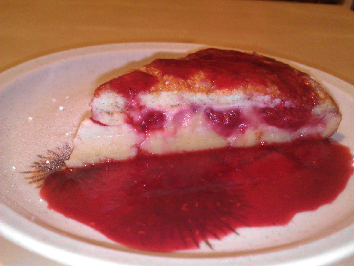 Le gâteau magique aux framboises et son coulis