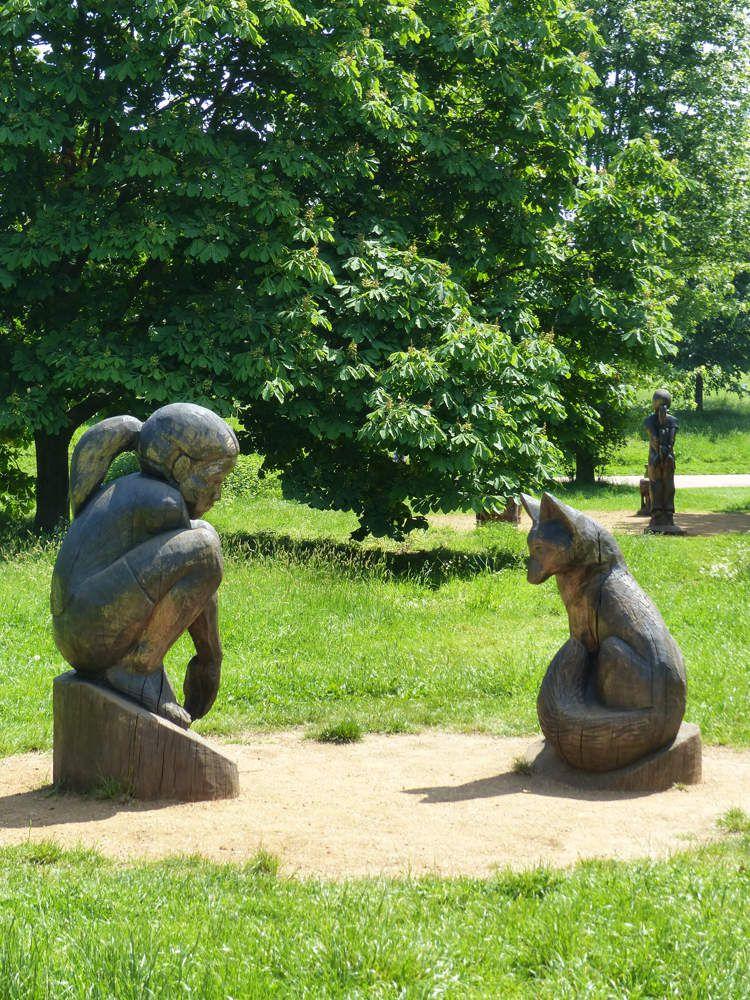 ... parsemé de statues qui racontent de belles histoires.