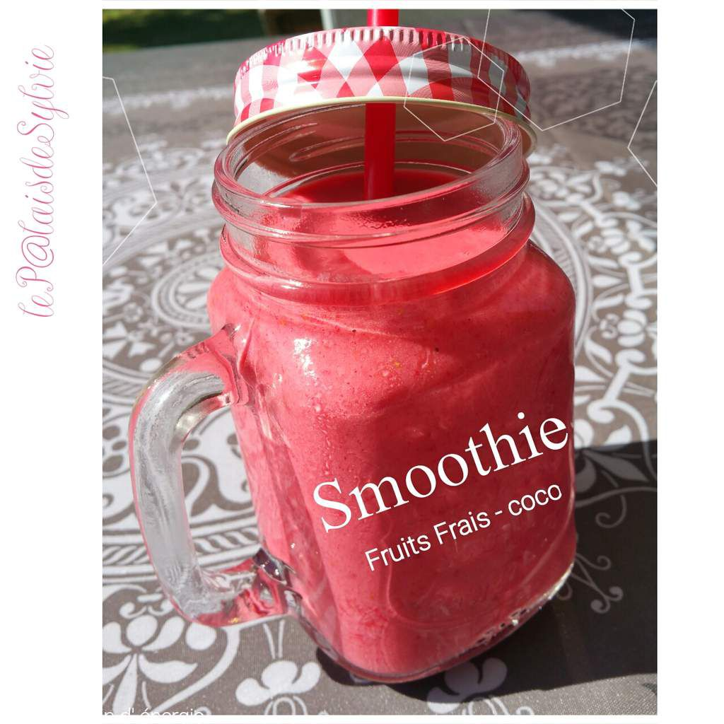 Smoothie fruits rouges &amp&#x3B; coco