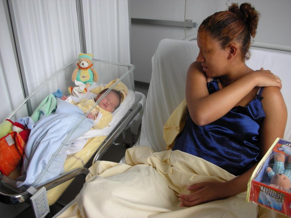 Moi à la maternité &#x3B;-)  bon passons sur la couleur de cheveux qui n'a pas aimé la grossesse lol