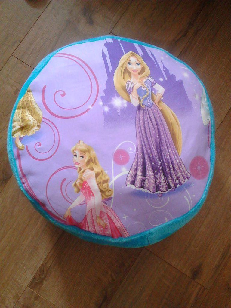 L'autre face, toujours les princesses, Raiponce étant sa preferée c'est elle qui à la vedette de ce coté ci!