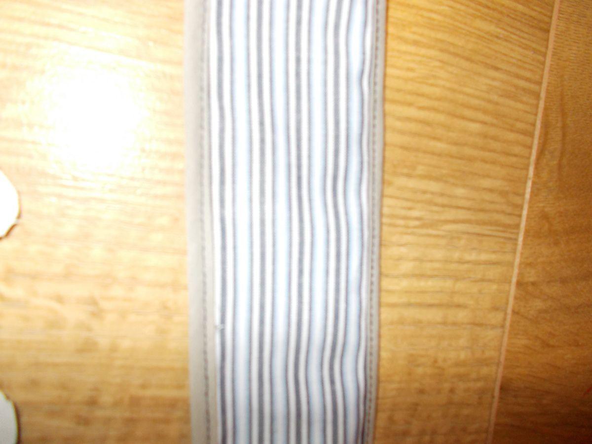 Interieur du sac en velours et anses cousu avec du biais de chaque coté