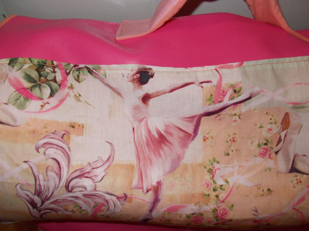 quelques détails du cartable, le joli tissu, les fermetures et la poche à soufflet,