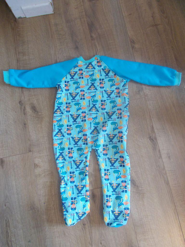zoom sur le molleton du dedans j'aimerais aussi avoir un pyjama comme ça!!et le pyjama de dos