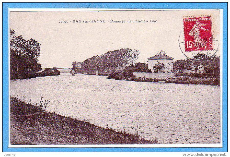 1,2,3 l'ancien bac vers 1900.4 la péniche de Hans et Peter, mariniers.5 Peter Fenstra et Hans Kouwenberg. 6,7 logiciel PC Navigo. 8,9,10 navigation au pied du domaine du Bac et du pont de Ray.