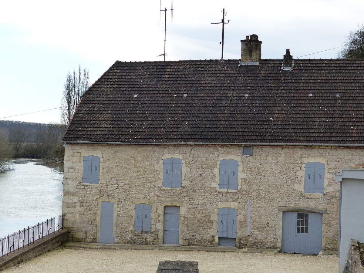 1et 2 récit de l'Abbé DALLET. 3 et 4 cadastre Archives70.5 Le moulin en 1899.6 à 8 Le moulin-usine en 2011.9 à 11 l'usine en 2016.10 Le moulin,au pied du chateau vers 1900. L'usine hydroélectrique et le moulin en 1958. Travaux de rénovation du barrage en 2014..