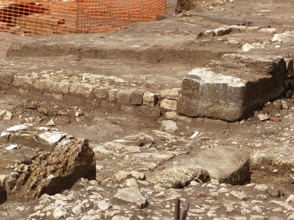 1à6: Etat des fouilles le 15 avril 2016. Photos P.Mathie. 7:Photo Inrap. 8:Photo E.R.