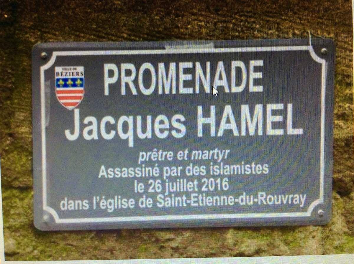 Honneur à Robert Ménard pour ce geste envers le Père Hamel assassiné par des islamistes