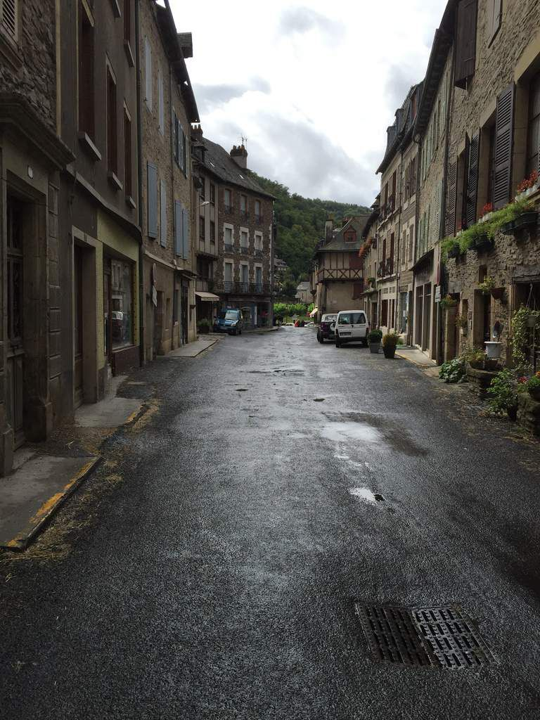 Estaing sous differents angles