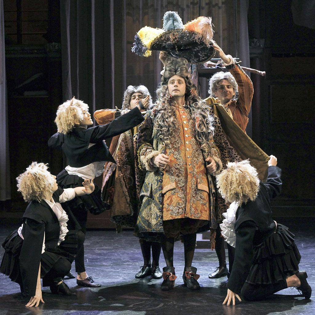 Molière, Le Bourgeois Gentilhomme, 1670 (comédie-ballet). Mise en scène de Denis Podalydès en 2012, avec Pascal Rénéric dans le rôle de Monsieur Jourdain.