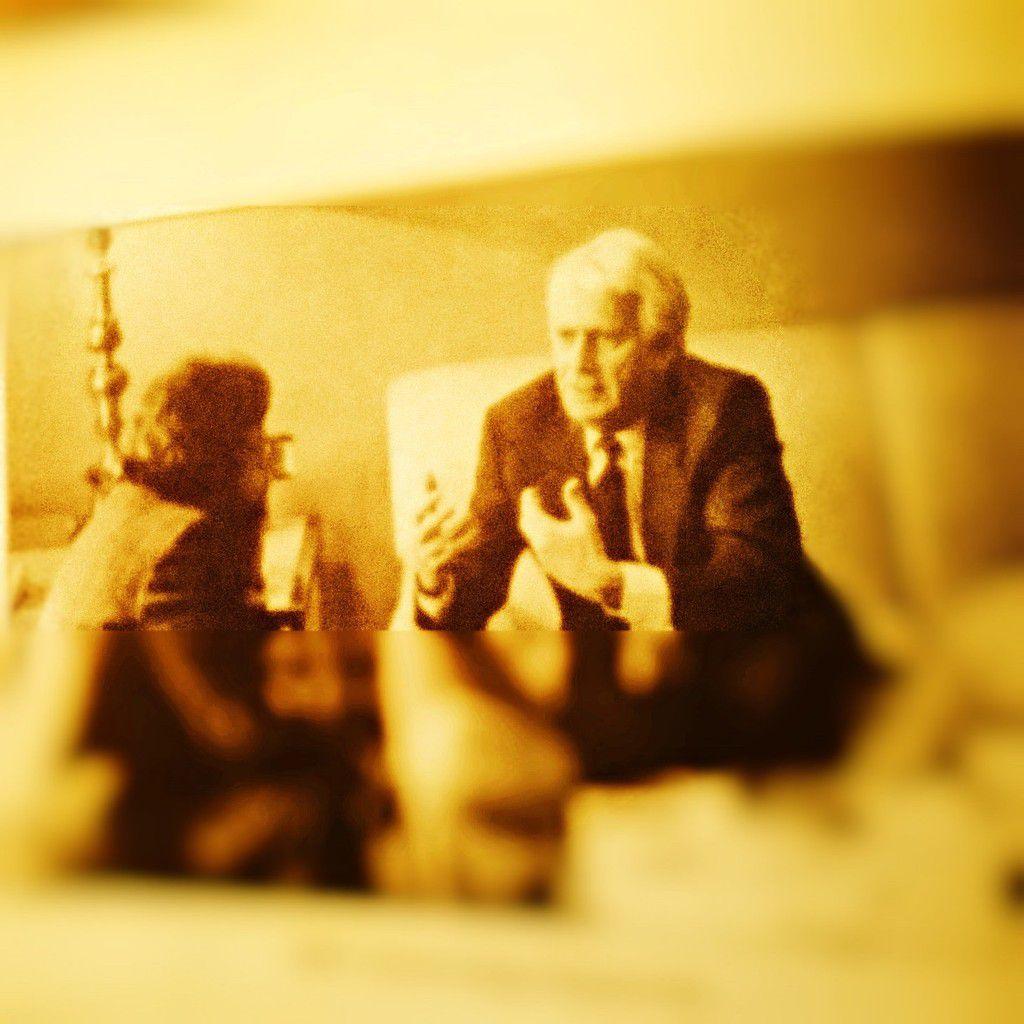 Les Présidents de la République François Mitterrand ( Palais de l'Elysée en 1989) et François Hollande (Palais de l'Elysée, 2013), Anne-Marie Toscan du Plantier (ma traductrice littéraire, 1980-1996), Jorge Semprun (Madrid, 1987), Lawrence Ferlinghetti, Pascal Quignard et Nicole Zand (San Francisco, 1990), Mahmut Derviche (Paris, 1991), Yachar Kemal (Strasbourg, 1992), Salman Rushdie (Londres, 1994), Umberto Eco (Paris La Sorbonne, 2003), Tahar Ben Jelloun (Athènes, 1989), Charles Juliet, Jacques Lacarrière et Predrag Matvéyevitch (Centre André Malraux, BOSNIE/Sarajevo, 1995) et Izzet Sarayelitch.