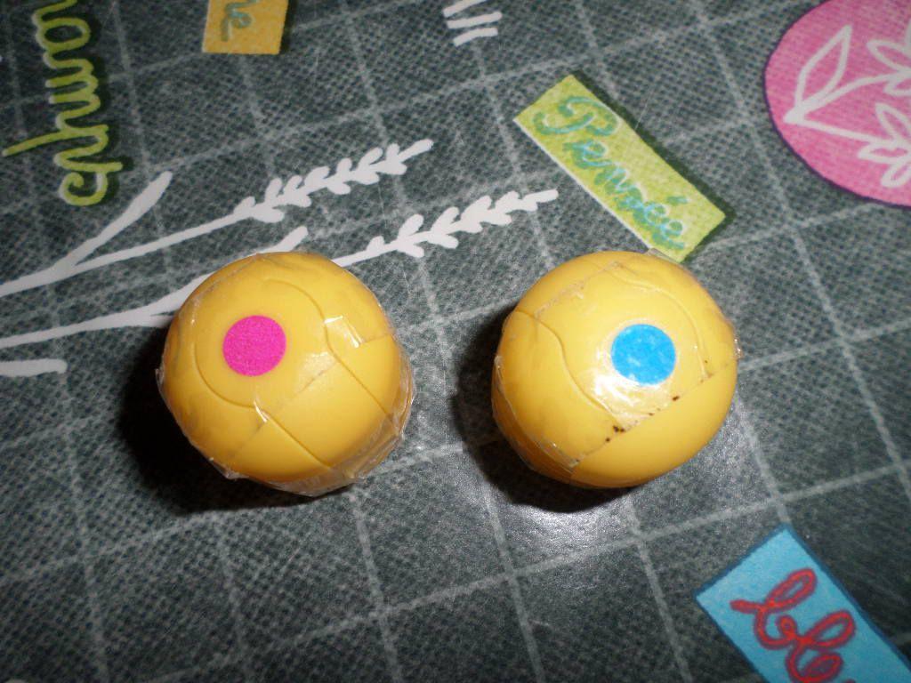 Si les boîtes ont une pastille de couleur différente, alors elles ne font pas le même son
