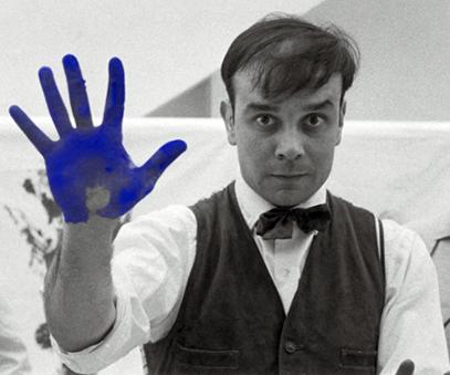 la main de Yves Klein
