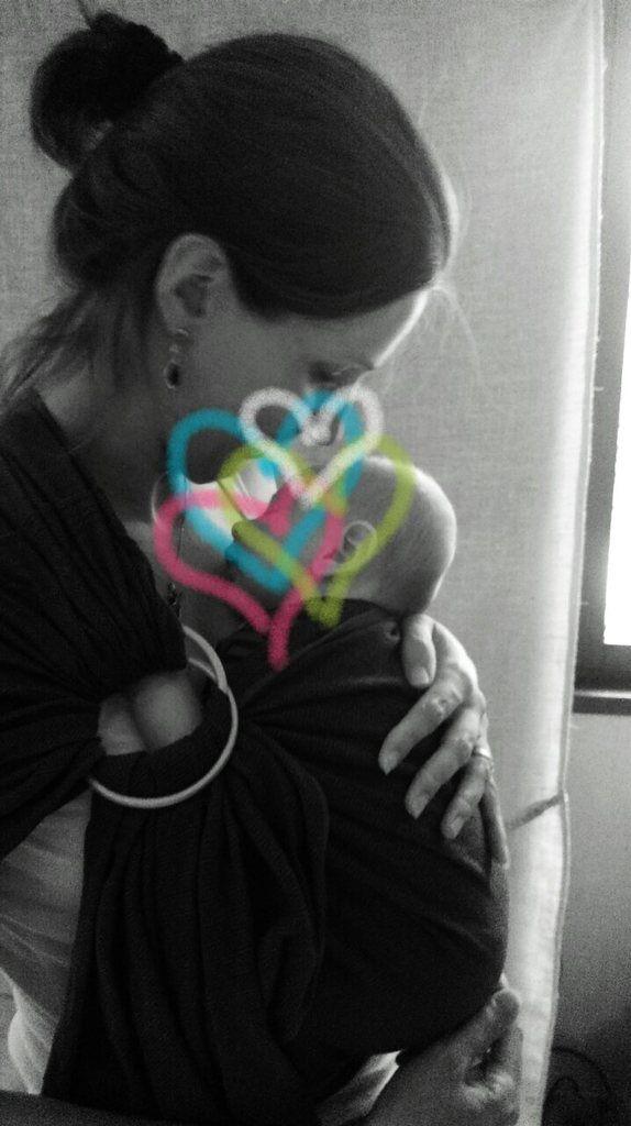Baby Boy dans mon sling Storchenwiege