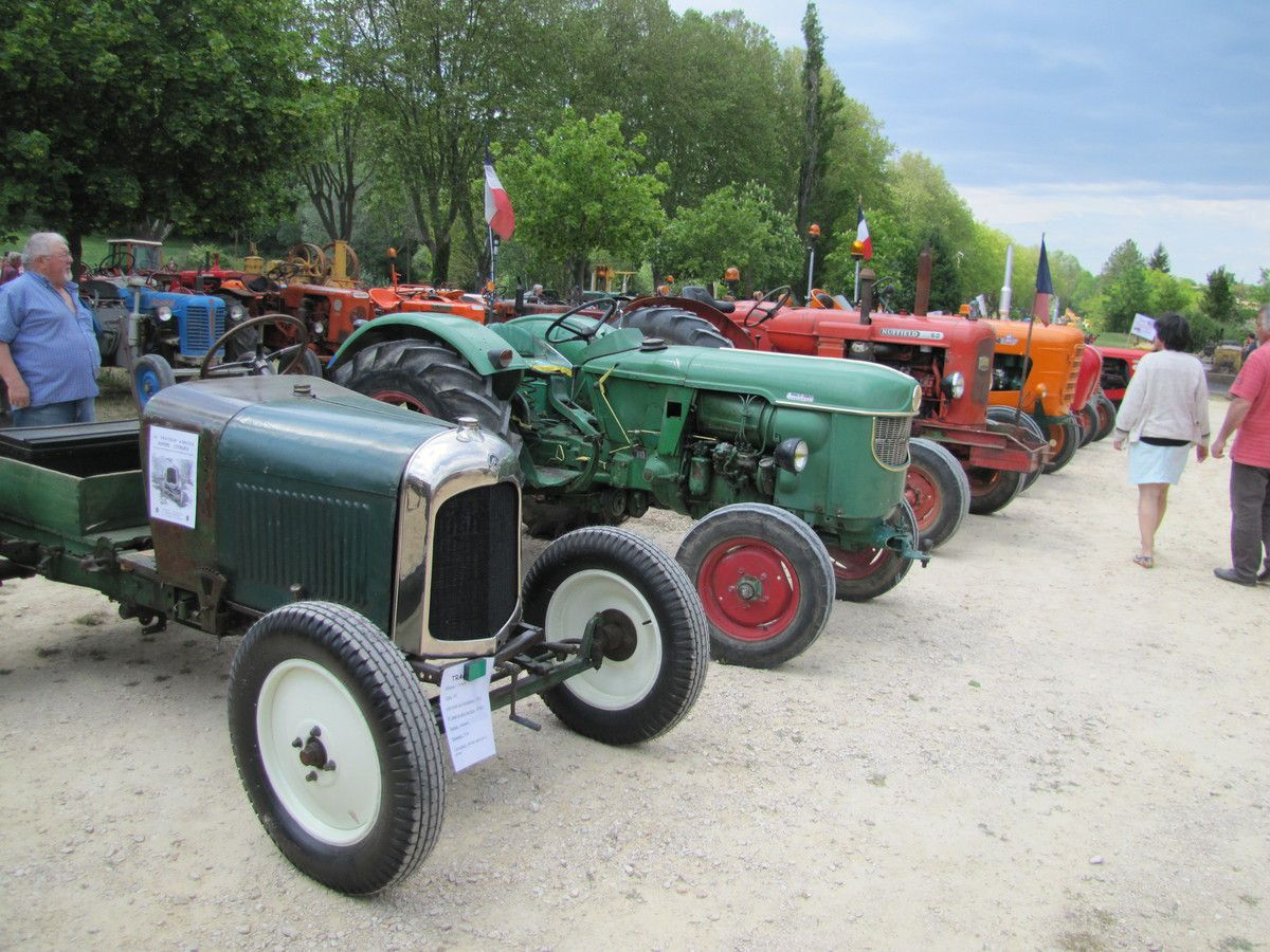 les 7 et 8 Mai 2016 à MALAUCENE... Exposition de voitures, motos et tracteurs anciens.
