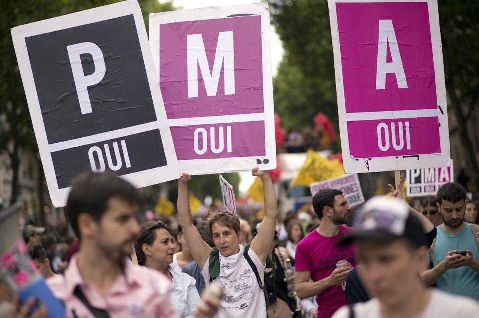 Sondage : Les Français·es n'ont jamais été aussi favorables à la PMA et à la GPA