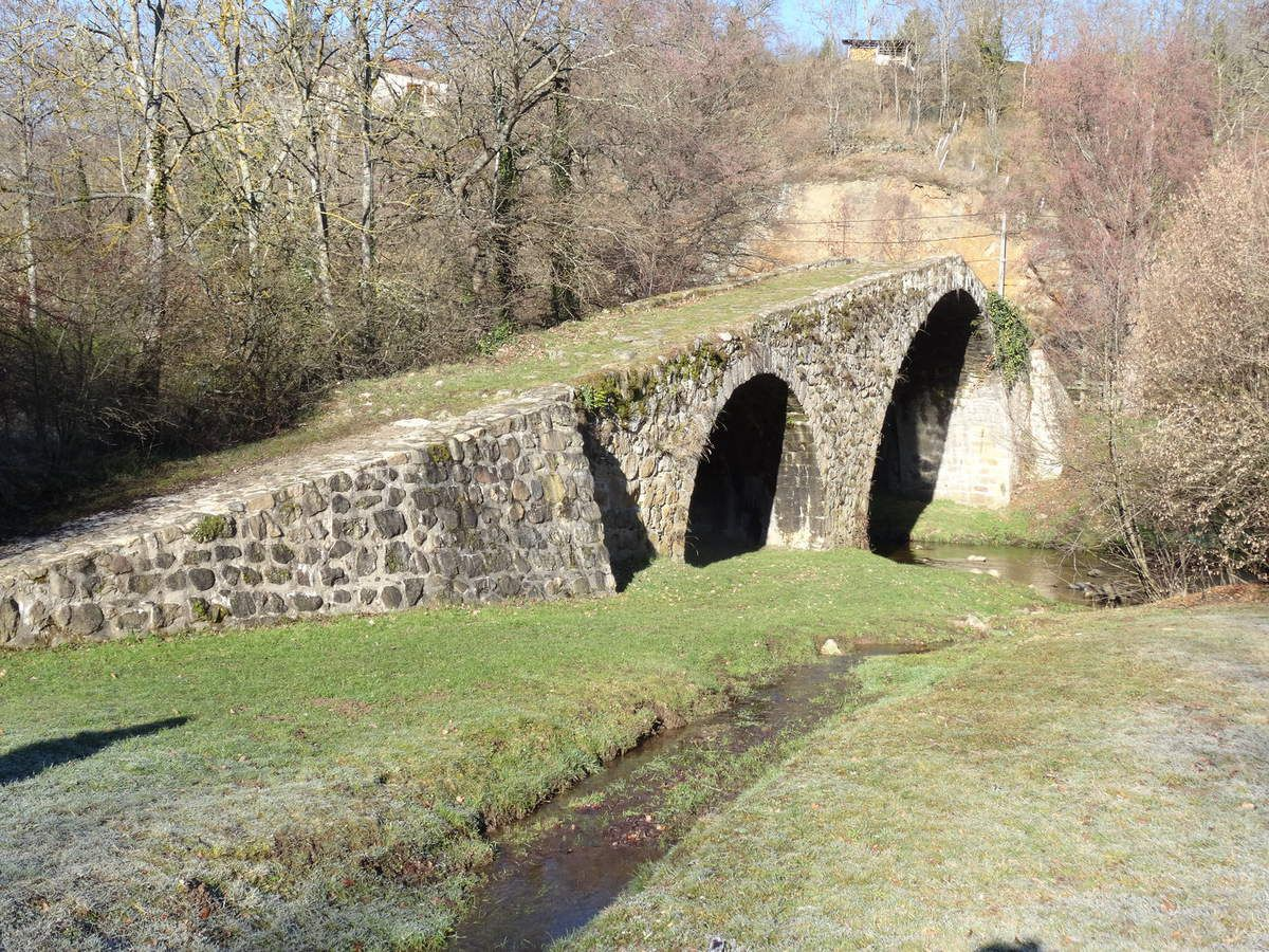 Quelques monuments du patrimoine sur le parcours, un pont du diable construit par lui même et le chateau d'aubigny