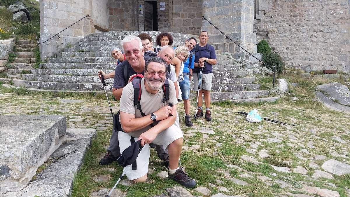 Les difficultés commencent car il faut atteindre le Mont des Archers devenu Montarcher (explications de notre guide) village le plus haut de la Loire et toujours pas une goutte d'eau.