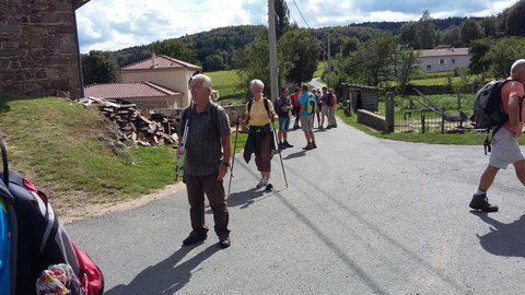 Plus de trente marcheurs pour cette rando à St Jean Soleymieux cela fait déjà un bon groupe