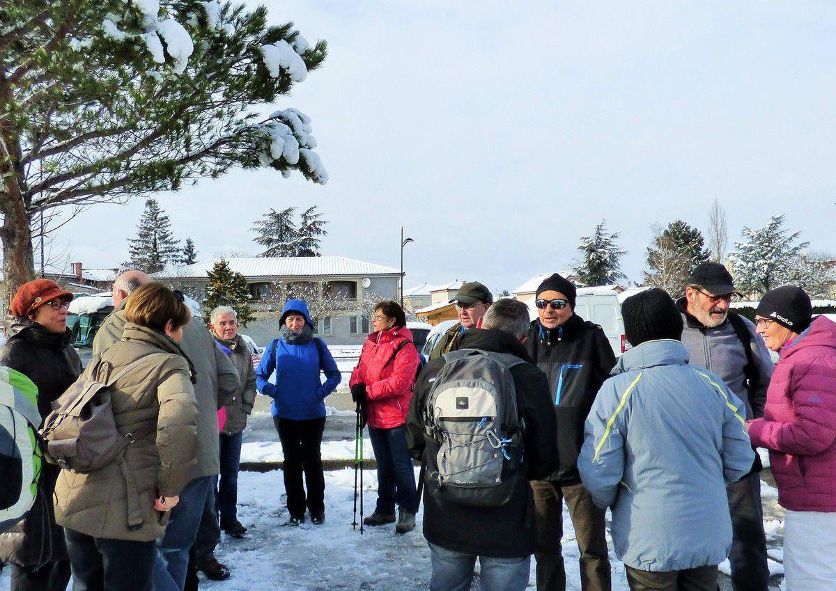 Quelques courageux sont partis pour une balade avant de tirer les rois, la neige ne nous a pas gènée et le froid n'était pas trop intense.