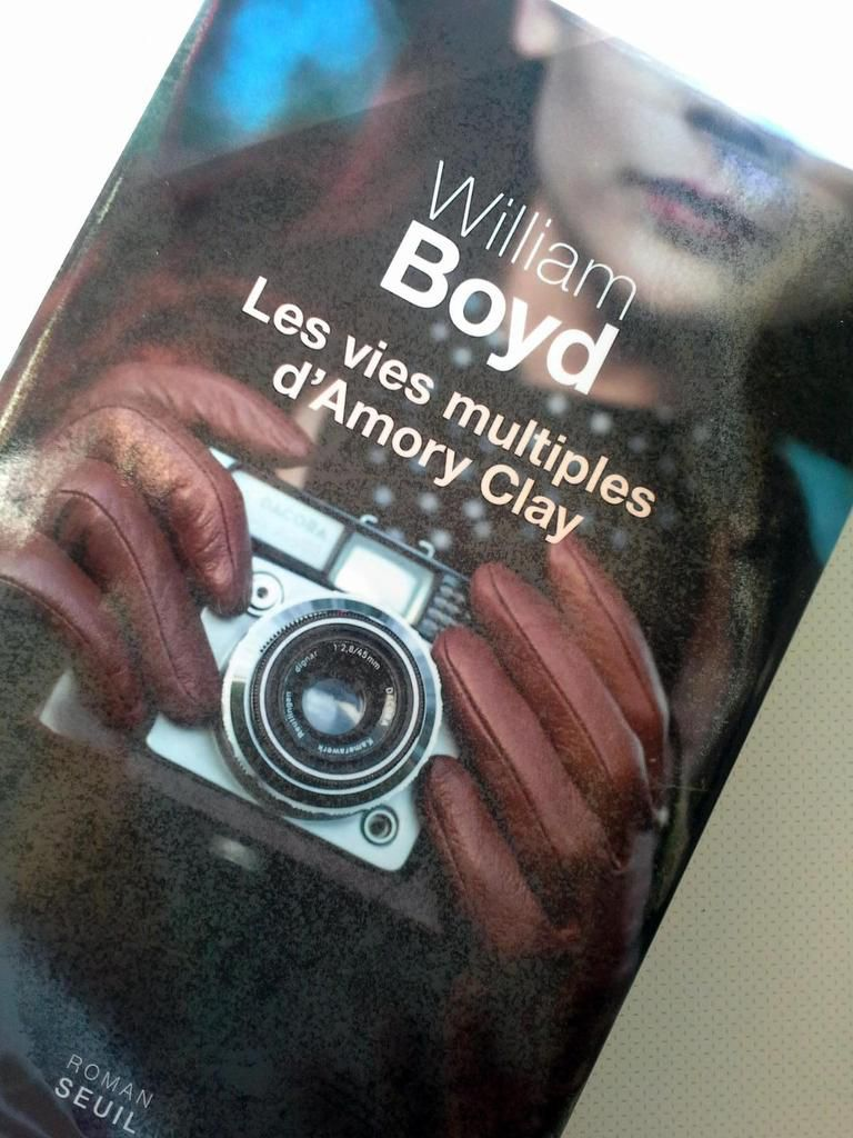 Couverture, Les vies multiples d'Amory Clay, William Boyd, éditions du Seuil.