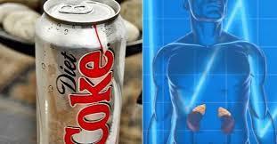 Voici ce qui arrive à vos poumons, cerveau, dents, reins et même à votre humeur quand vous buvez des sodas light !