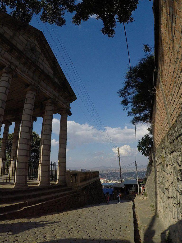 L'ancien palais de justice qui, jusqu'à récemment était utilisé ainsi: ouvert, afin de prouver la limpidité avec laquelle les procès sont pratiqués: sous le regard de tous.