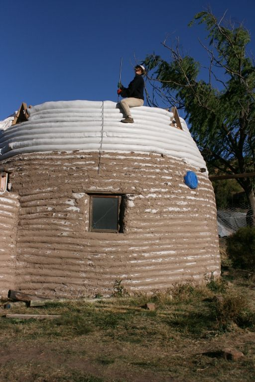 The future seed house, construction in puddle of earth, which will be covered then with a mixture earth-lime and straw ...