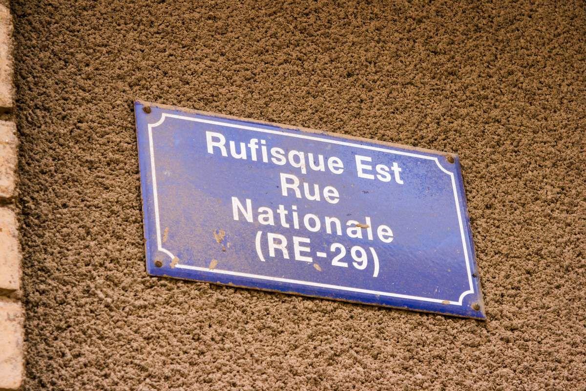 """Le """"Maison d'arrêt et de correction des femmes de Rufisque"""" m'impressionne, on m'interdit de prendre des photos mais celle-ci a réussi à se faufiler. C'est aussi l'ancien commissariat de police."""