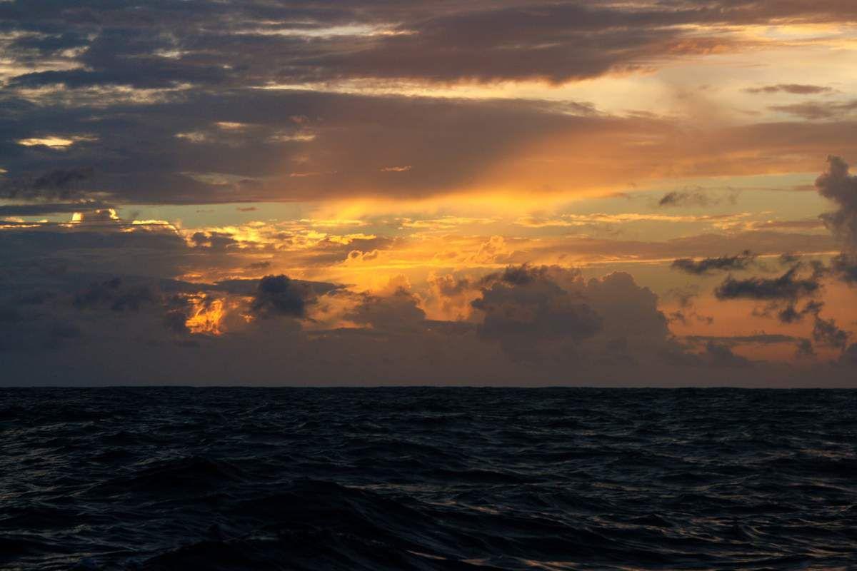 Le soleil à l'est, derrière nous...