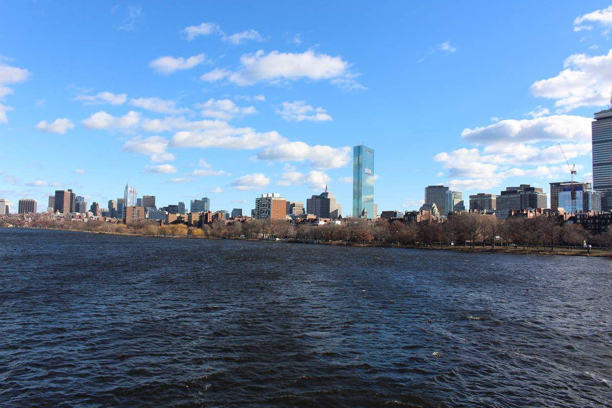 Un matin ensoleillé, le long de Charles River