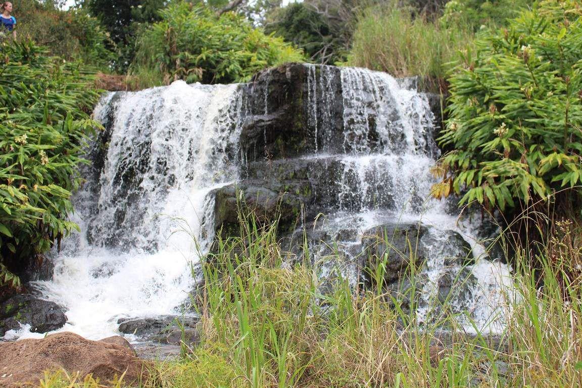 Première photo : Le début de Waipo'o Falls // Deuxième photo : Vue du haut de Waipo'o Falls