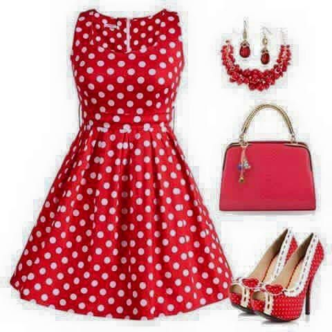 Robe rouge et blanche pois