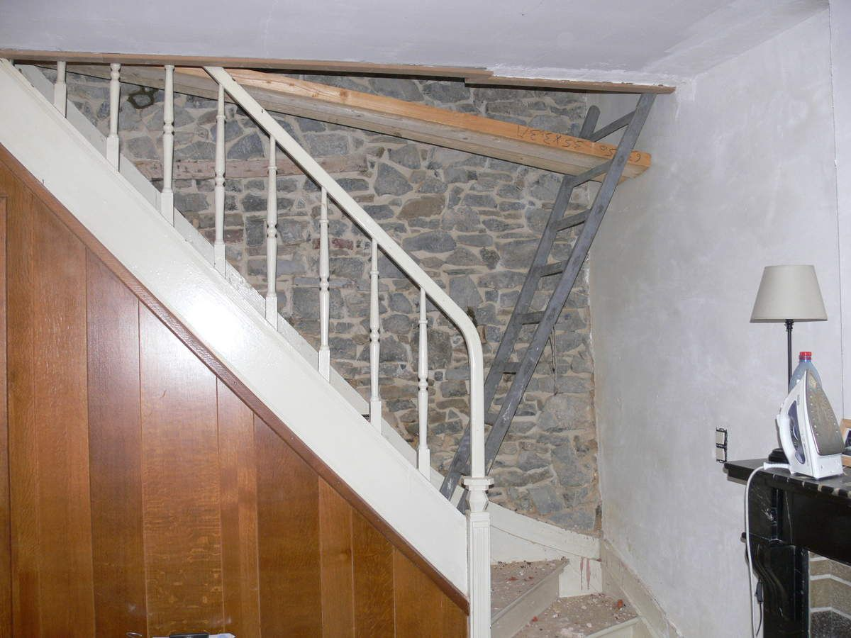 Escalier renovation maison pierre 1900 for Cage escalier