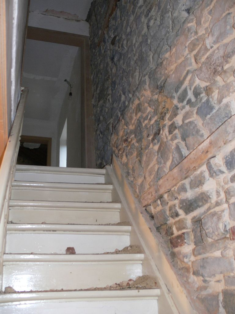 Escalier renovation maison pierre 1900 for Renovation cage escalier maison