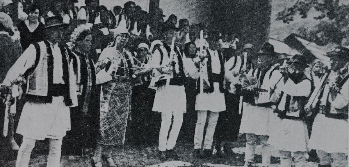 danse roumaine a Paris...La Hora de la mariée dans la commune Fundul-Moldovei...,du district Campulung Bucovine...c.1933...