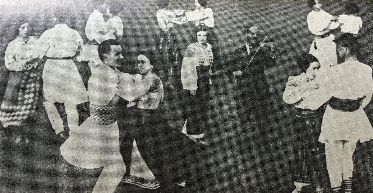 c h e z G r a z z i e l a ,danses de Roumanie a Paris ...La Hora Marioara qui se danse à deux,au pas de la batuta suivi de la invartita (tourné),le 3mai 1933,au centre de la Hora on voit le célèbre musicien tzigane Georges Chercheata