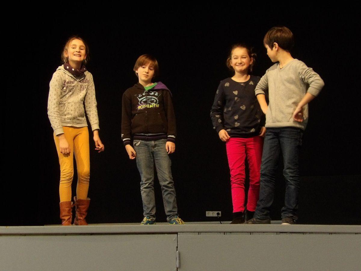 Enfants. Théâtre.