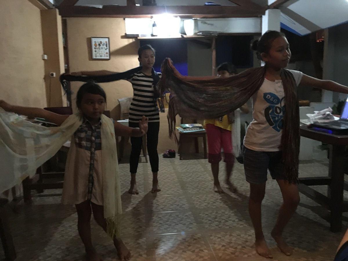 """une vraie """"famille"""" avec des gens et des enfants adorables, c'était ça :  la CASA HOMESTAY à SENGGIGI"""