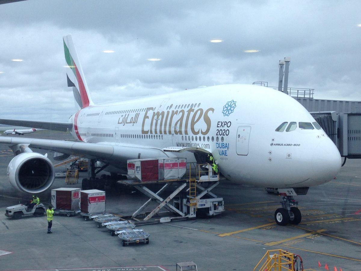 Reportage VOL EMIRATES SUR LE A380, quel plaisir de voyager dans ces conditions. Auckland sous la pluie.