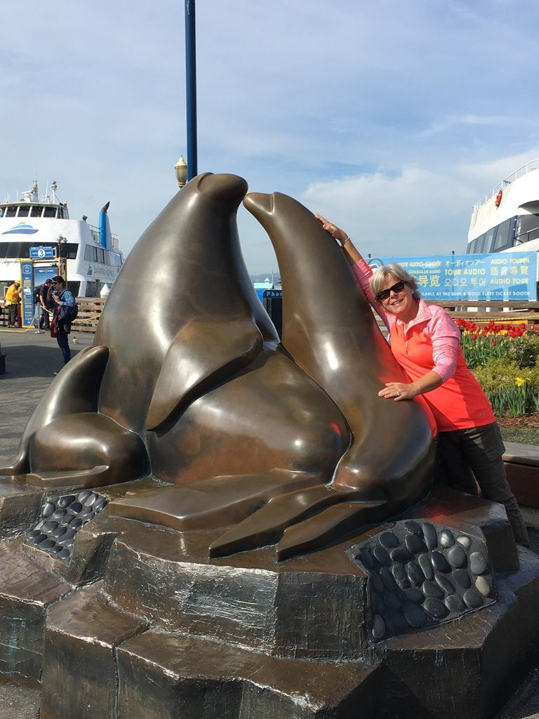 Vue sur ALCATRAZ depuis le port et les jetées. Les phoques (Sea Lion) et les restaurants de crabes sur PIER 39